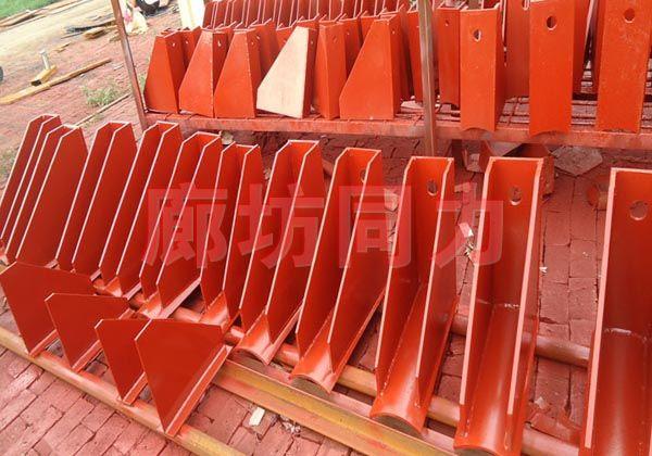 垂直圆形管道带垫板二支点支架
