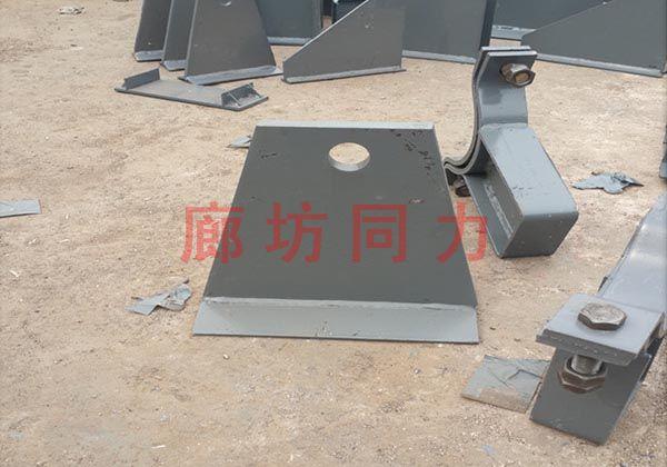 垂直圆形管道带垫板焊接吊架